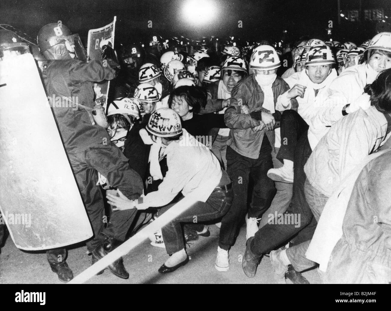 geography / travel, Japan, politics, demonstration at Anti War Day, demonstrators and policemen, Tokyo, 27.3.1970, - Stock Image