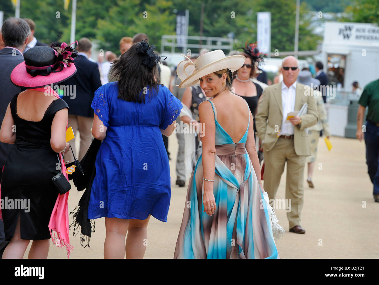 Glorious Goodwood: crowds pack the stands on the popular ladies' day. - Stock Image