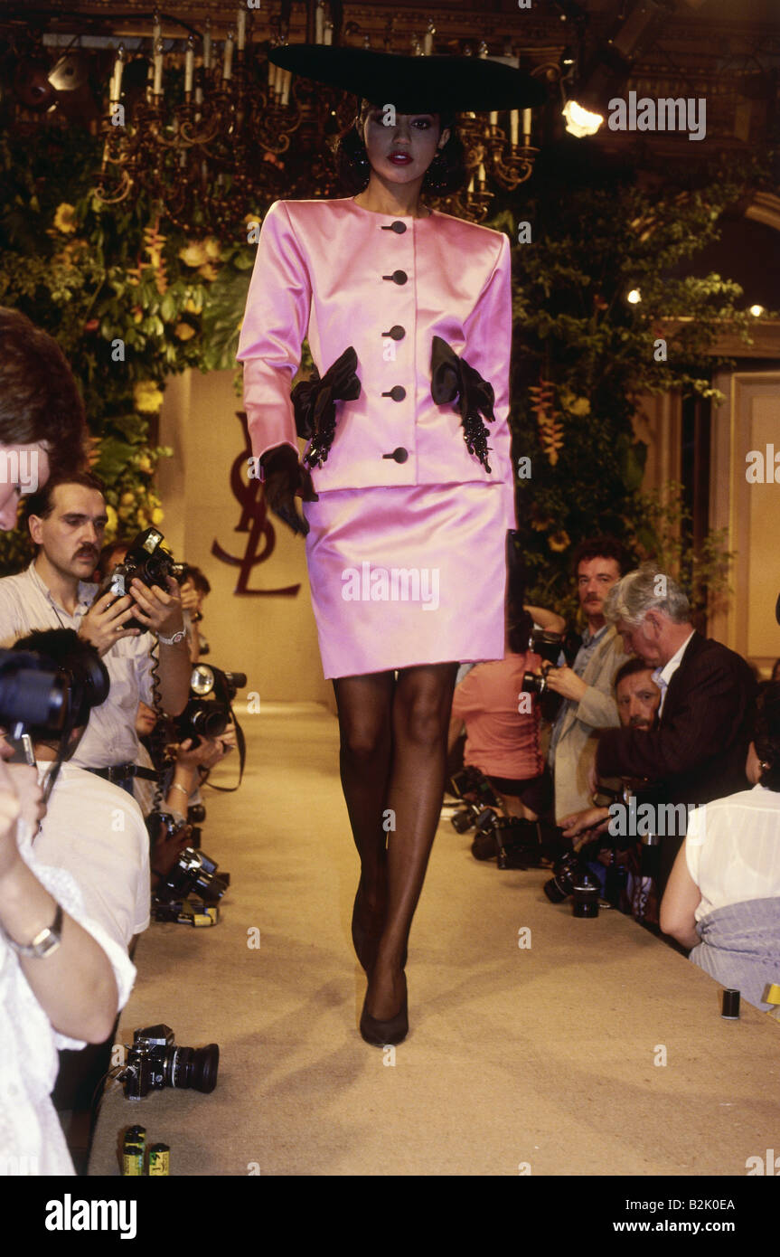 bc286954fd6 fashion, fashion show, Haute Couture, Paris, Yves Saint Laurent, winter  collection 1987 / 1988, Additional-Rights-Clearances-NA