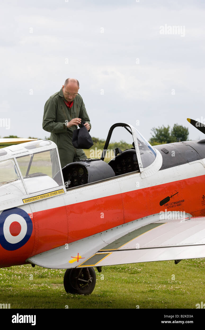 DeHavilland (Canada) DHC-1 Chipmunk 22 T10 WD390 68 G-BW*** with pilot at cockpit at Wickenby Airfield - Stock Image