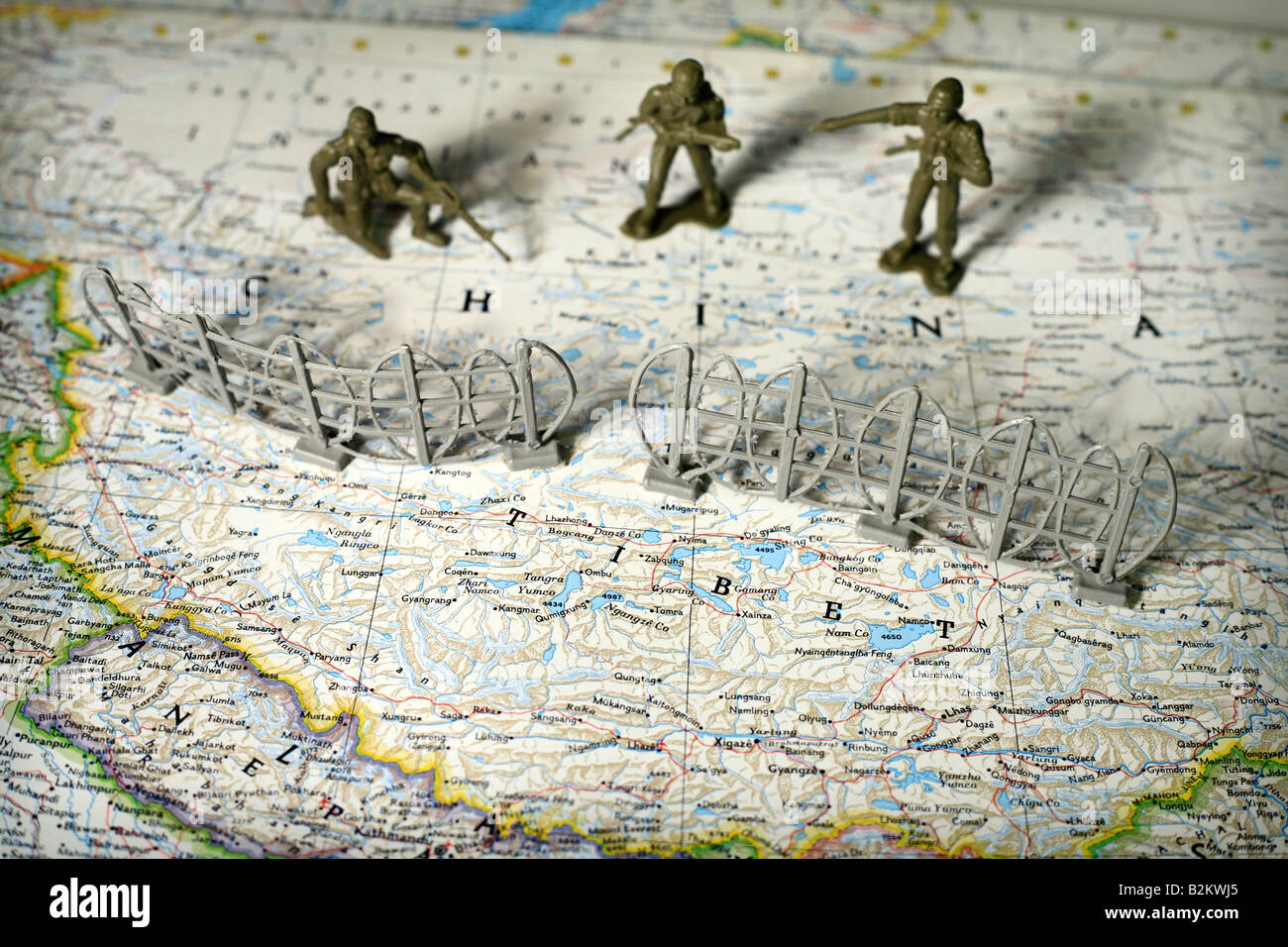 Toy soldiers on map of China and Tibet - Stock Image