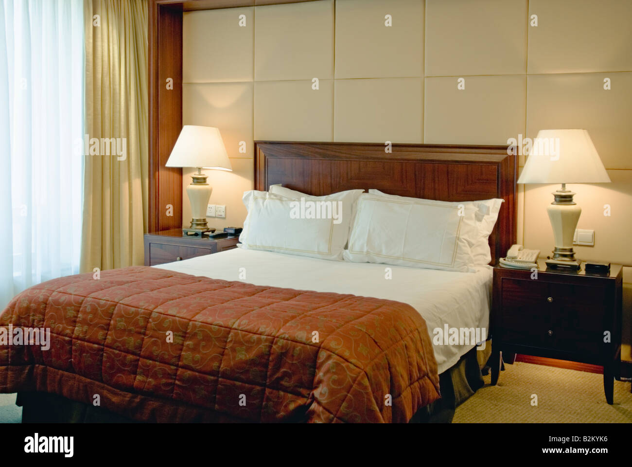 China, Nanjing, Lakeview Xuanwu Hotel room interior - Stock Image