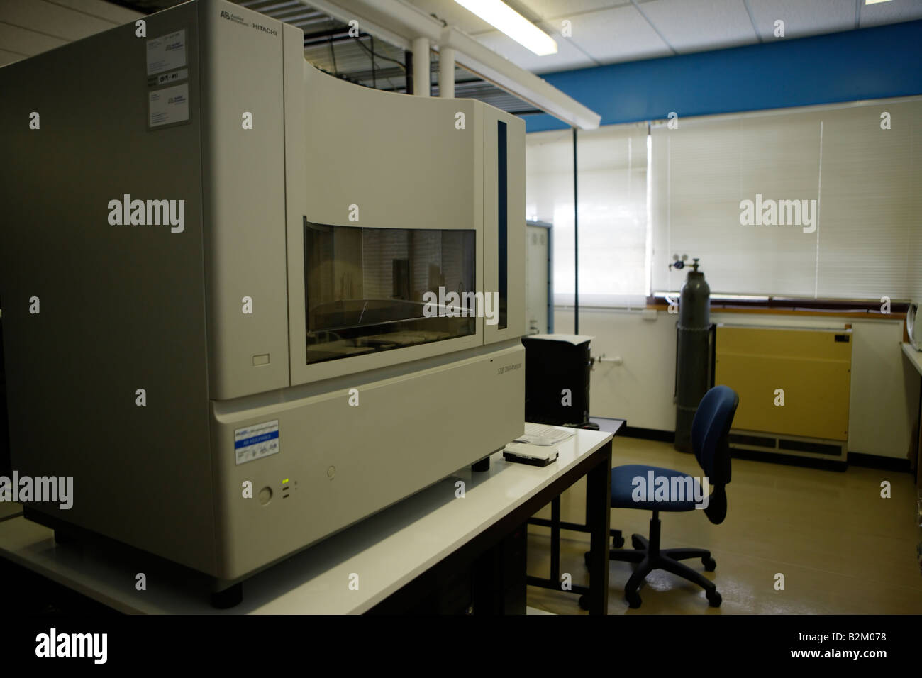 Machine for automatically analysing base sequences in lengths of DNA for research purposes - Stock Image
