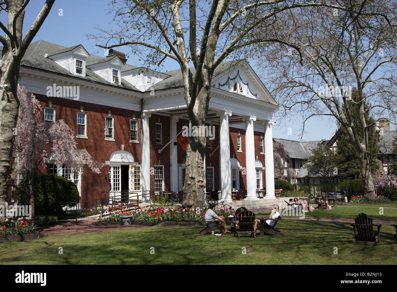 Clasic Colonial Homes Colonial Club Large Red Brick House With Two Story White