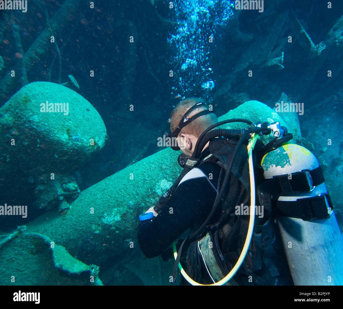 ABU GHUSUN diving in wreck wrack crock wreckage DIVER WRECKDIVER WRECKDIVE man he 1 single looks looking into hull - Stock Image