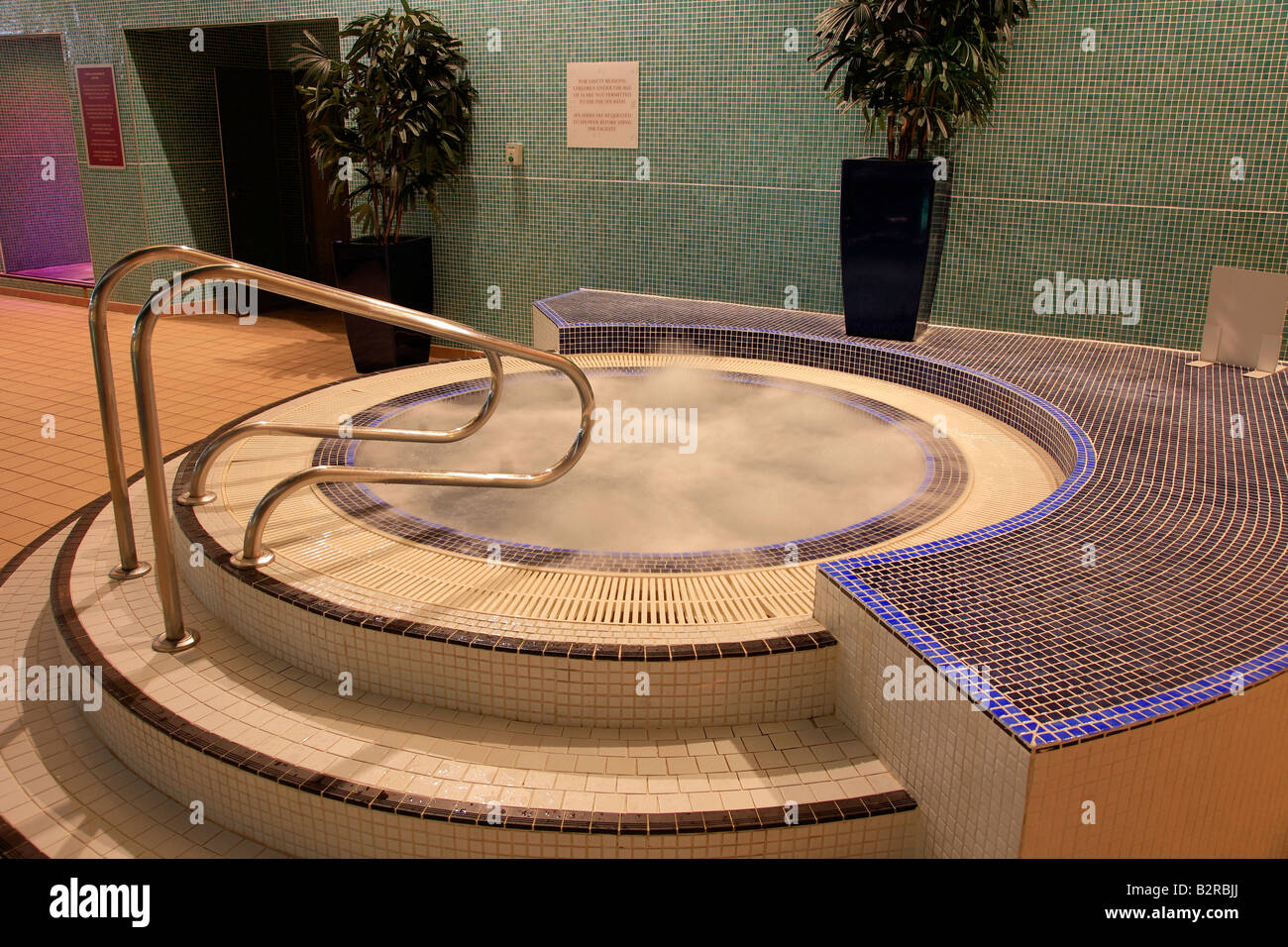 Spa Jacuzzi Uk Stock Photos & Spa Jacuzzi Uk Stock Images - Alamy