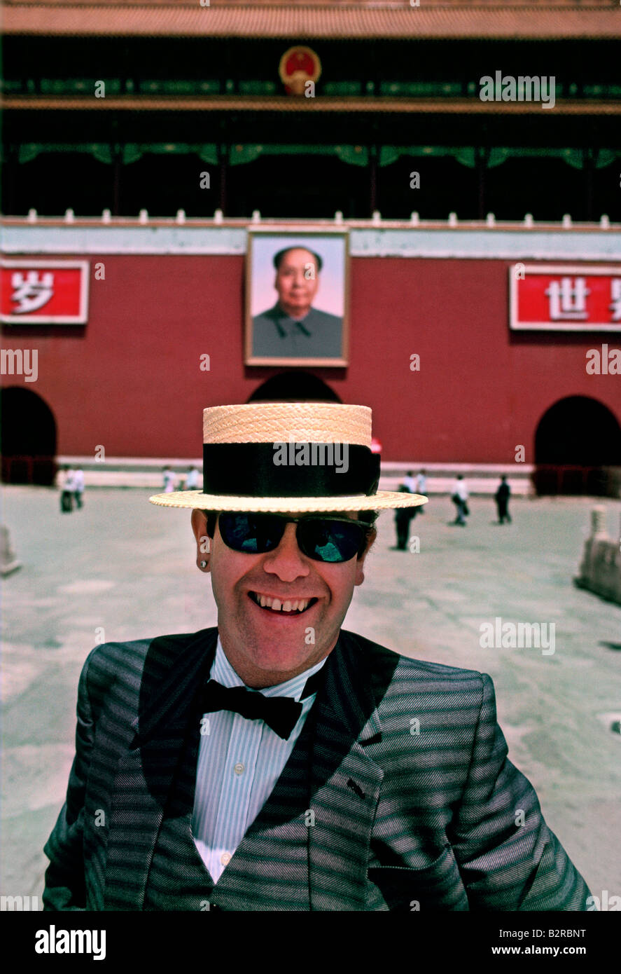ELTON JOHN IN CHINA 1983 - Stock Image