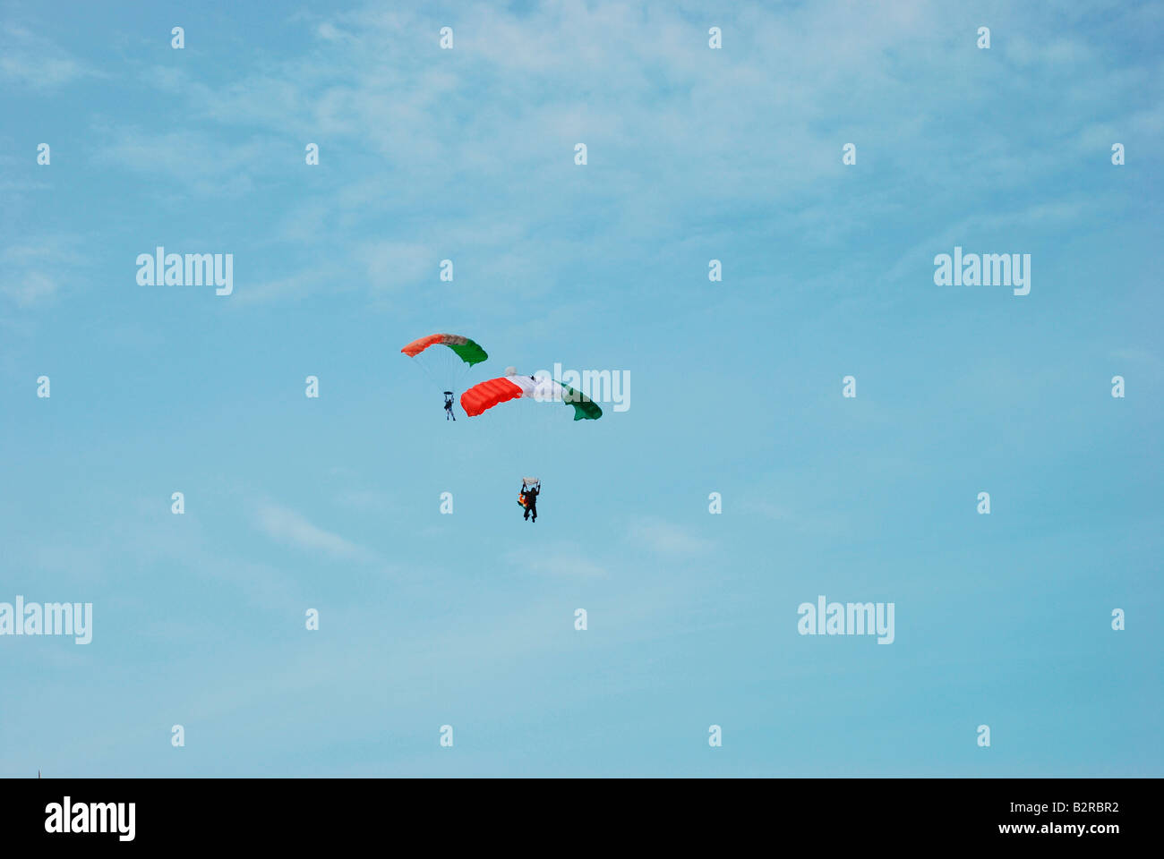 Indian paratroopers in the sky - Stock Image