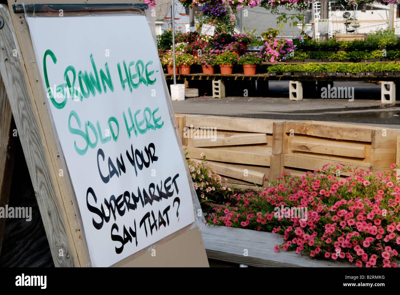 Farm market sign - locally grown - Stock Image