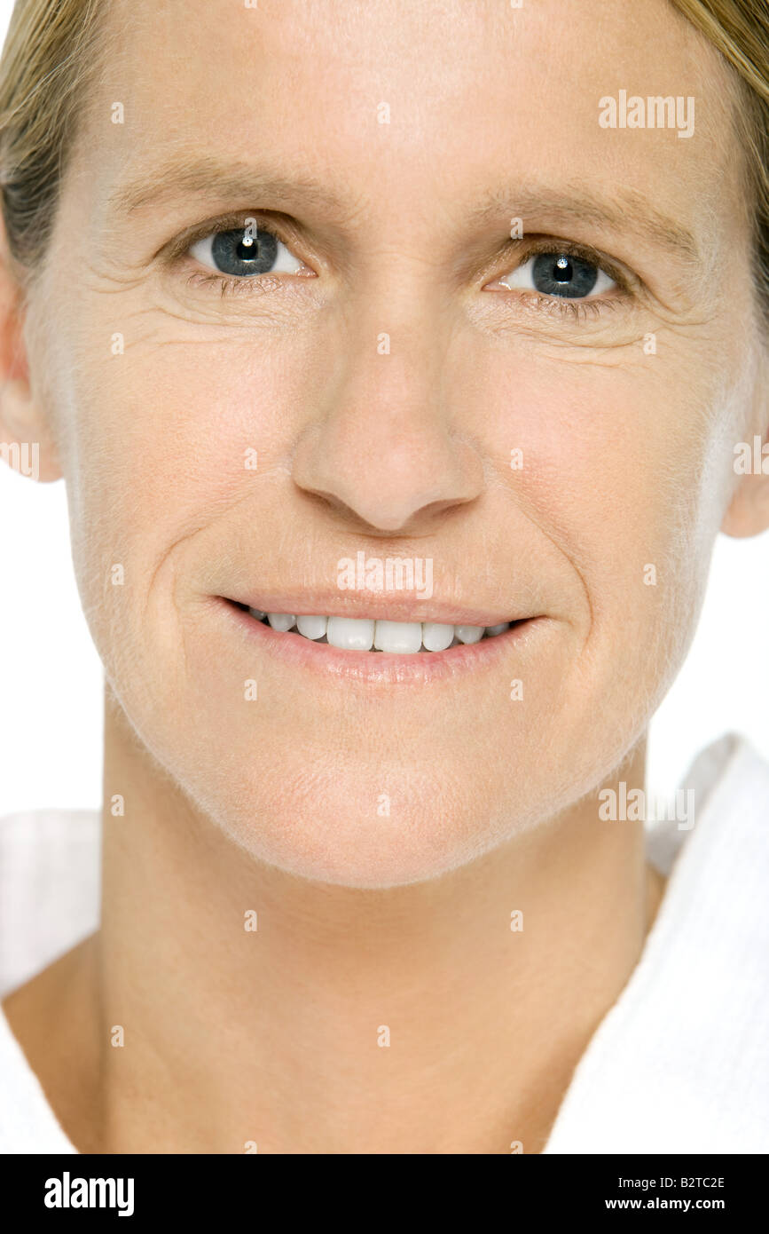 Mature woman smiling at camera, portrait - Stock Image