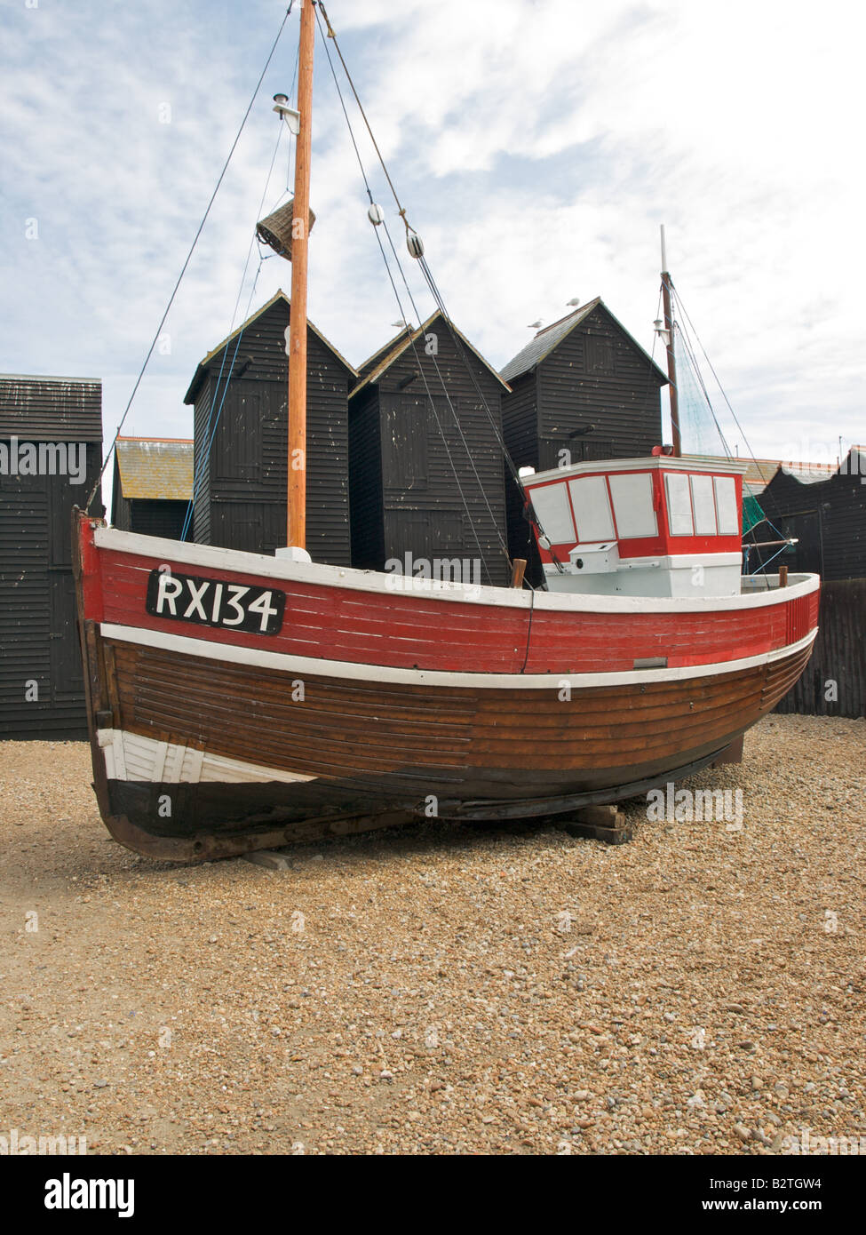 Net Shop and old fishing boat at Hastings - Stock Image