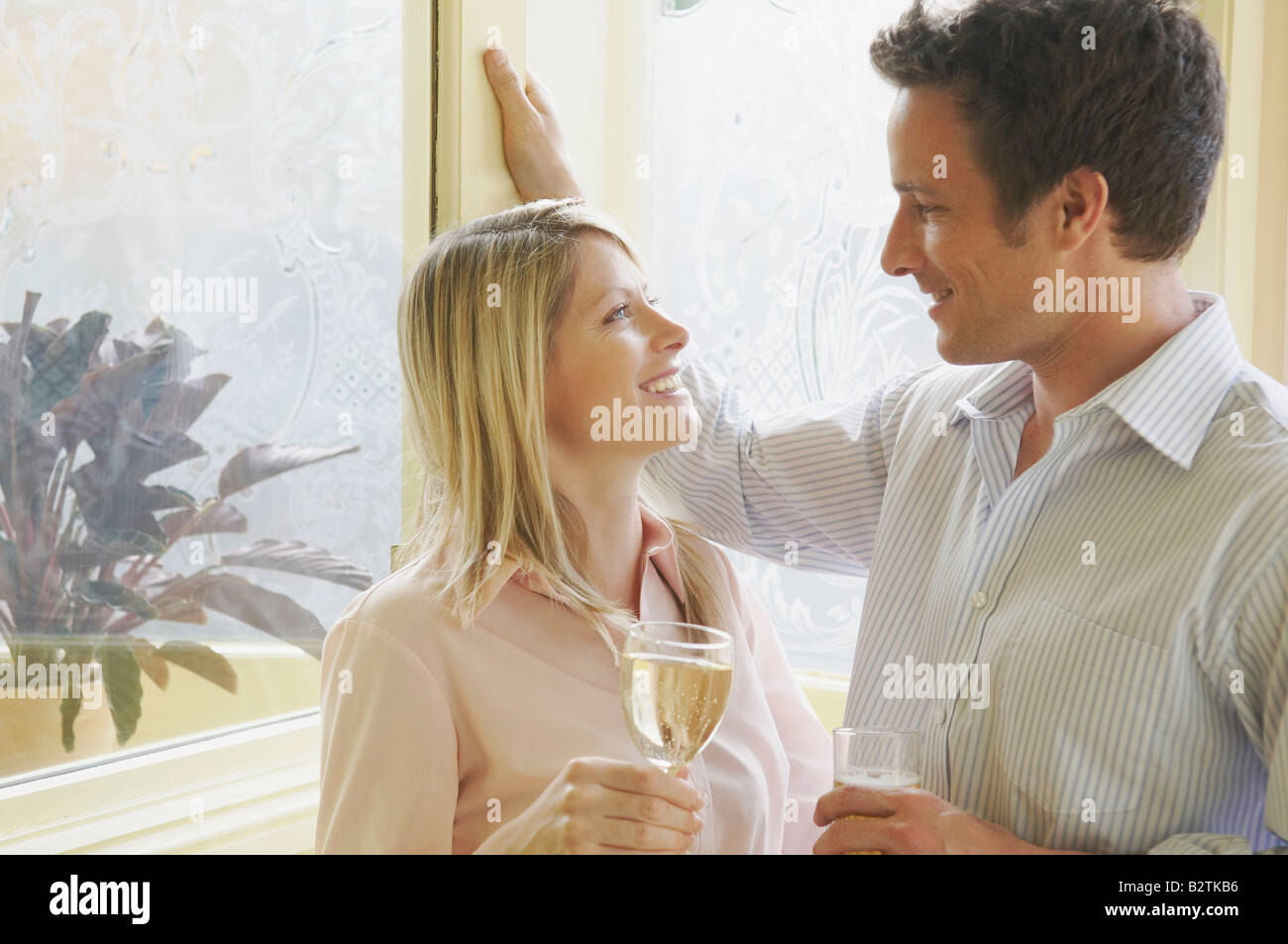 Couple in conversation in pub - Stock Image