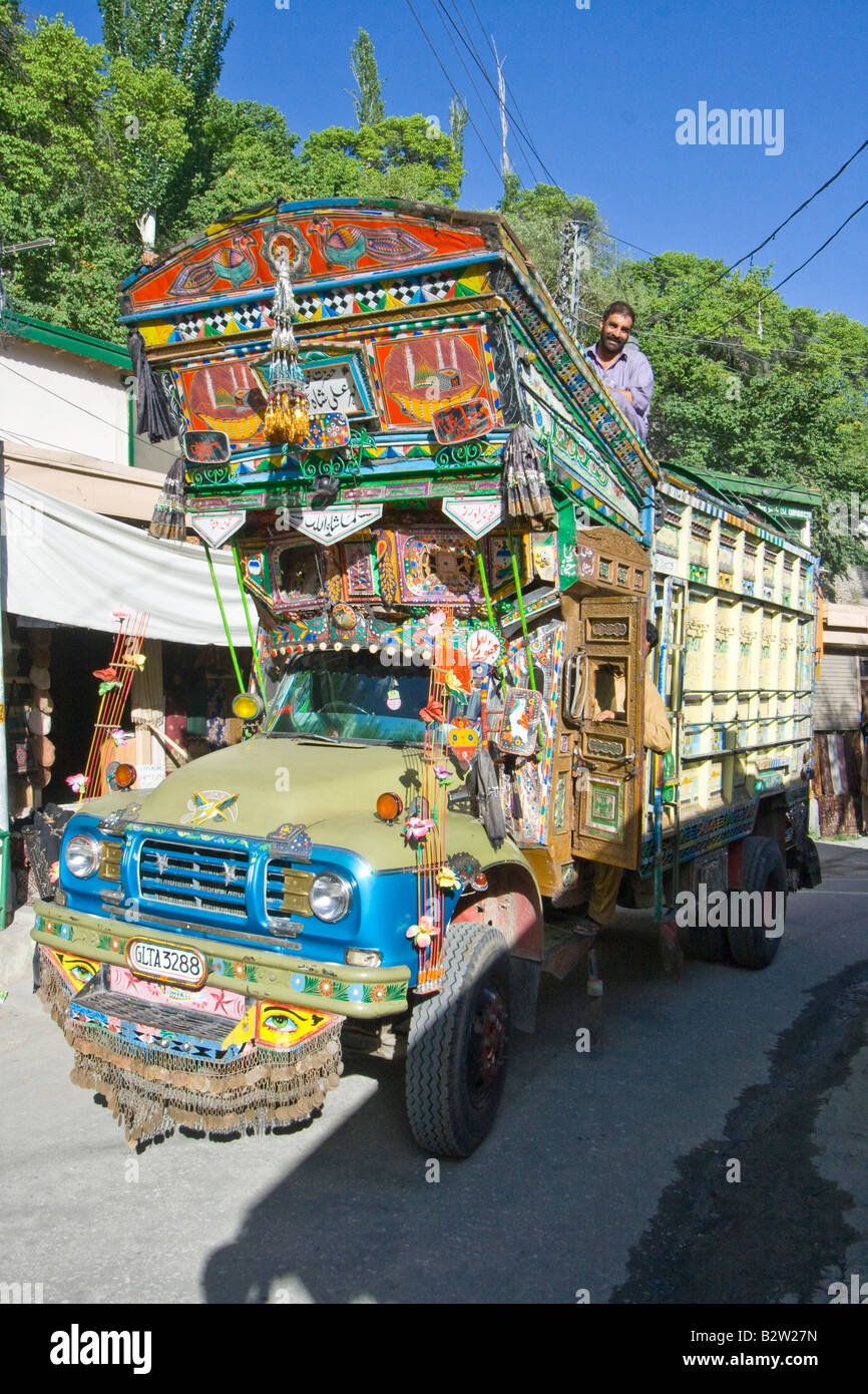 Pakistani Truck in Karimabad in the Hunza Valley in Northern Pakistan - Stock Image