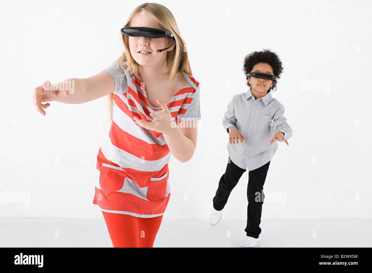 Kids wearing virtual reality headsets - Stock Image