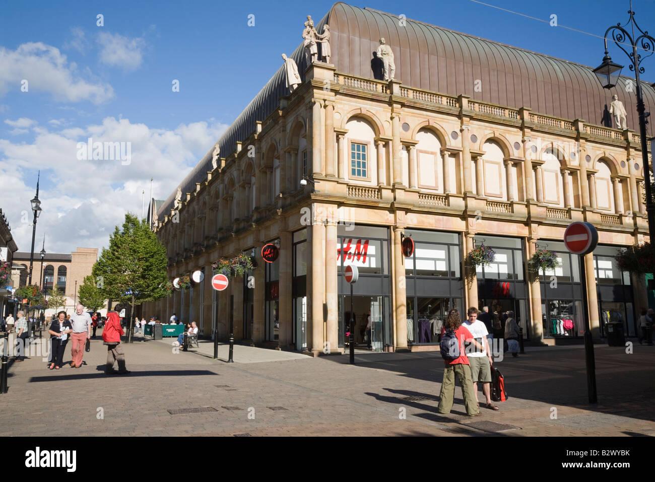 Harrogate Yorkshire England UK Victoria shopping centre building exterior and pedestrian precinct in town centre - Stock Image