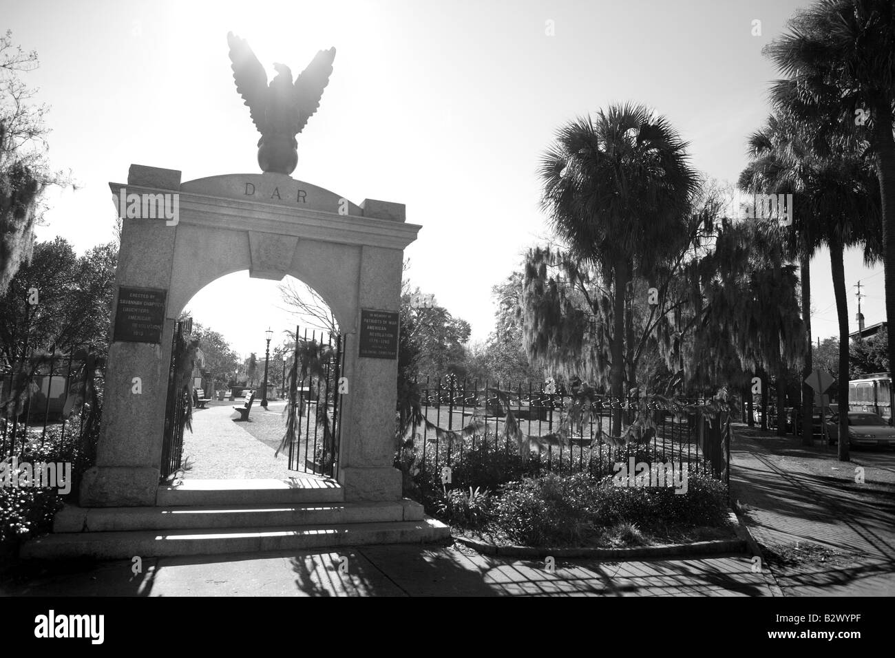 ENTRANCE TO THE COLONIAL PARK CEMETERY IN THE HISTORIC PART OF SAVANNAH GEORGIA USA - Stock Image
