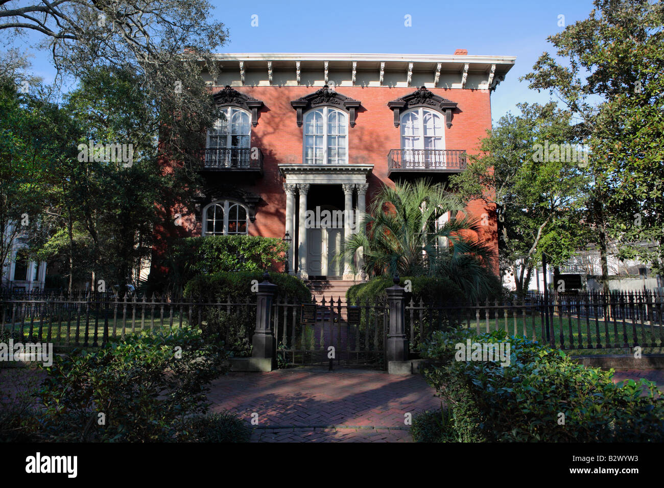 mercer williams house made famous in the novel midnight in the garden of good and evil - Midnight In The Garden Of Good And Evil Book