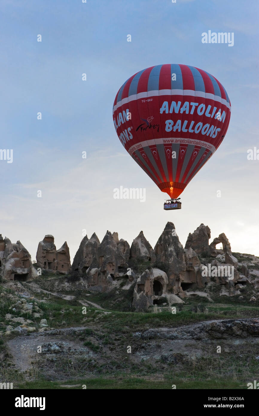 Hot Air Balloon with the Worlds largest passenger basket preparing ...