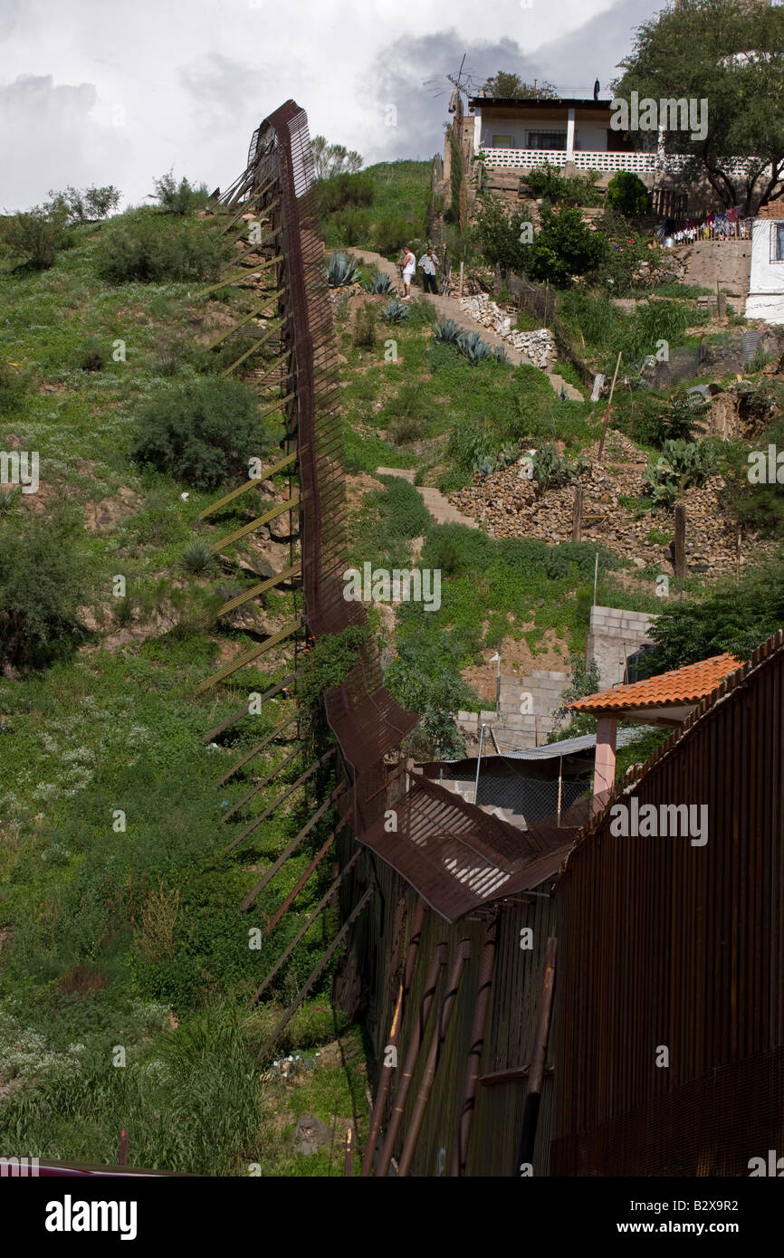 Border fence between Nogales Sonora Mexico (right) and Nogales Arizona (left) - USA Stock Photo
