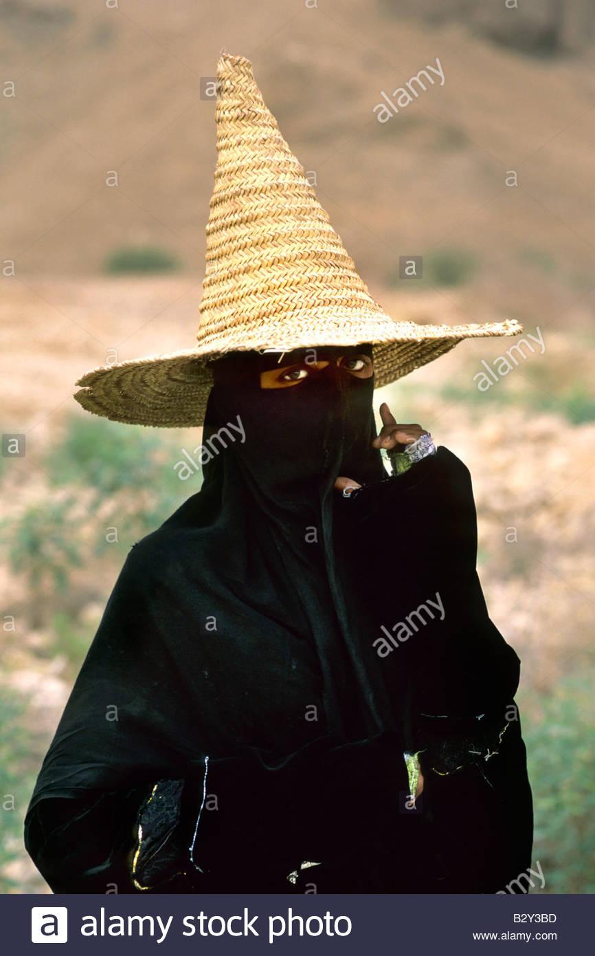 young shepherdess with burqa, wadi doan, yemen - Stock Image