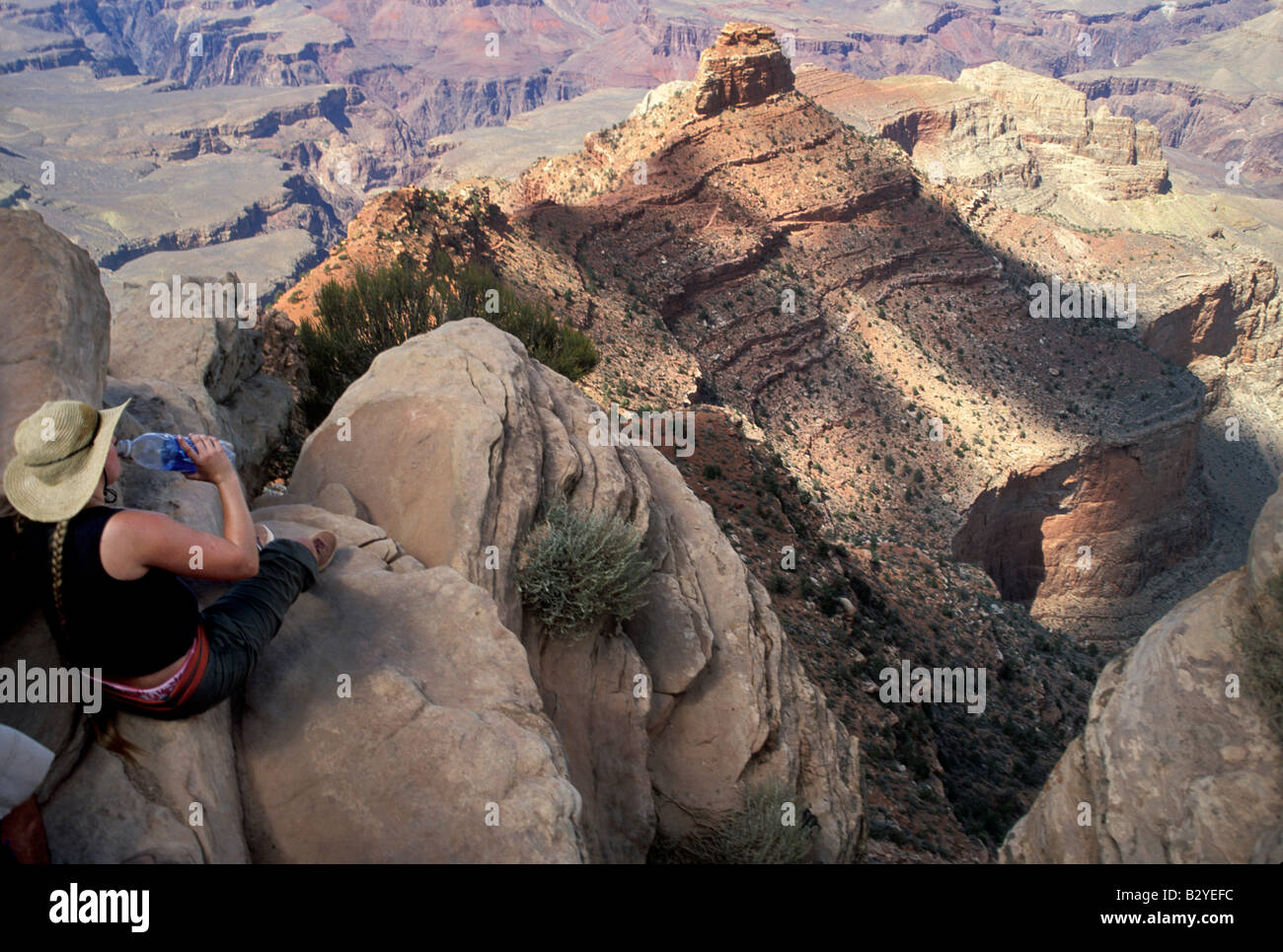 Two hikers enjoy the view from Ooh Ahh point on the South Kaibab Trail in the Grand Canyon - Stock Image