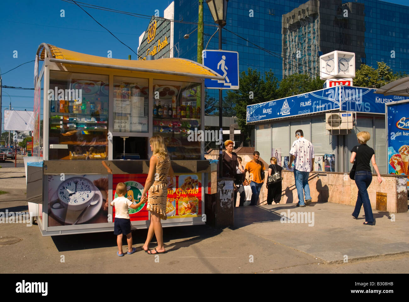 Kiosk selling snacks and drinks in central Chisinau Moldova Europe - Stock Image