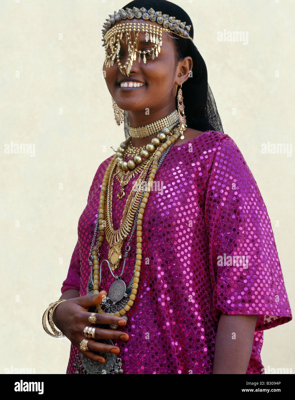 Djibouti, Tadjoura. An Afar girl from the Sultanate of Tadjoura wears exotic gold jewellery for marriage - Stock Image