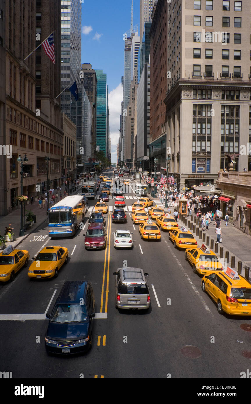 Traffic on East 42nd Street near Grand Central Terminal - Stock Image