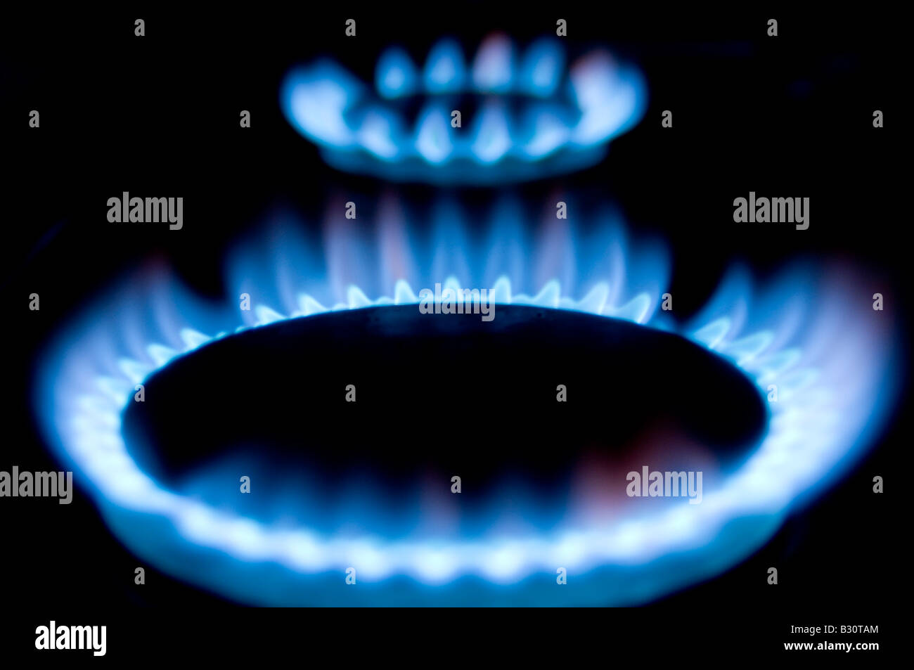 gas flame fire heat heating bill rising cook cooking cooker ring blue north sea lpg liguid petrolium natural mains - Stock Image