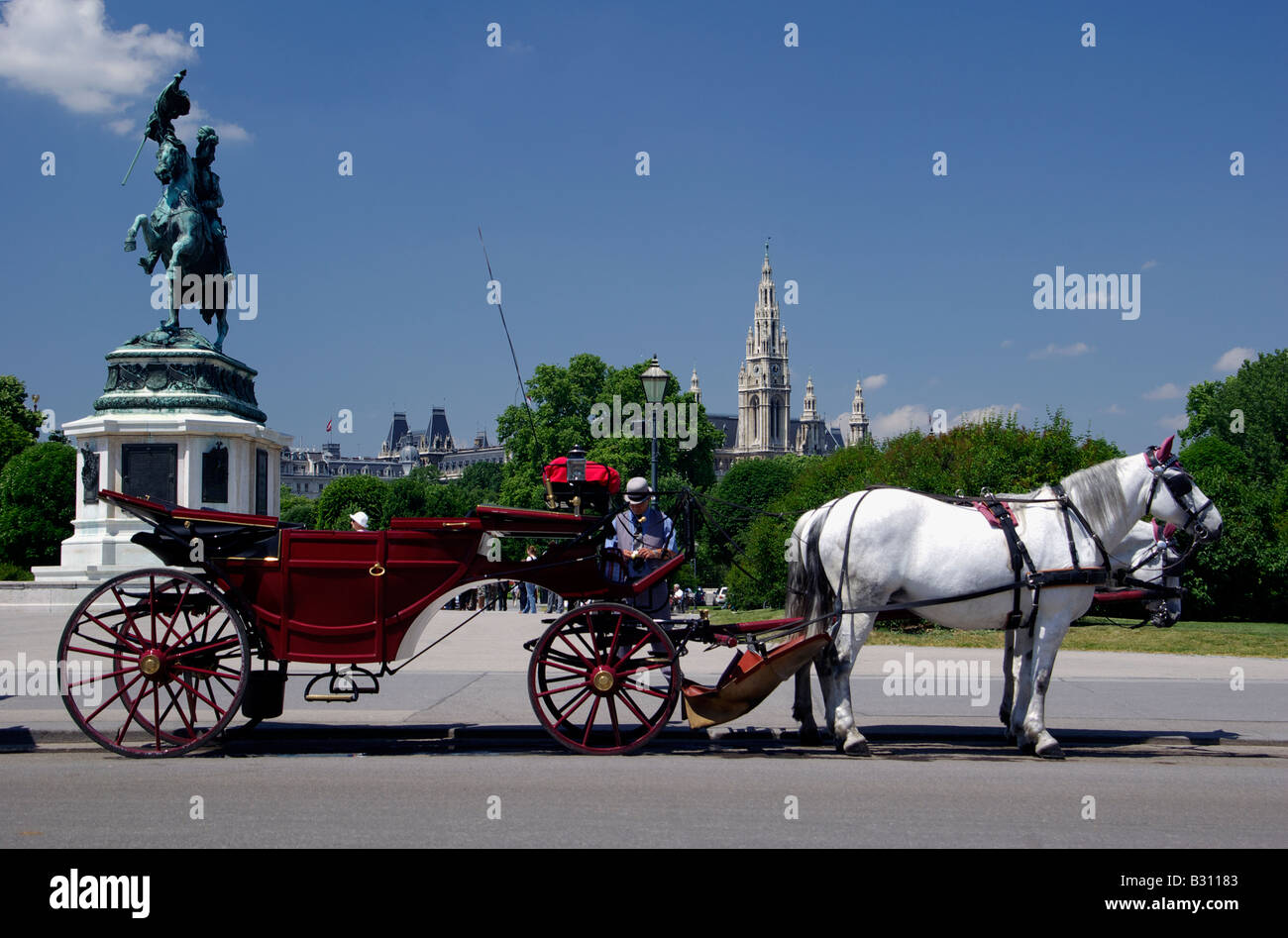 Heldenplatz by the Hofburg in Vienna with a fiaker waiting for passengers - Stock Image
