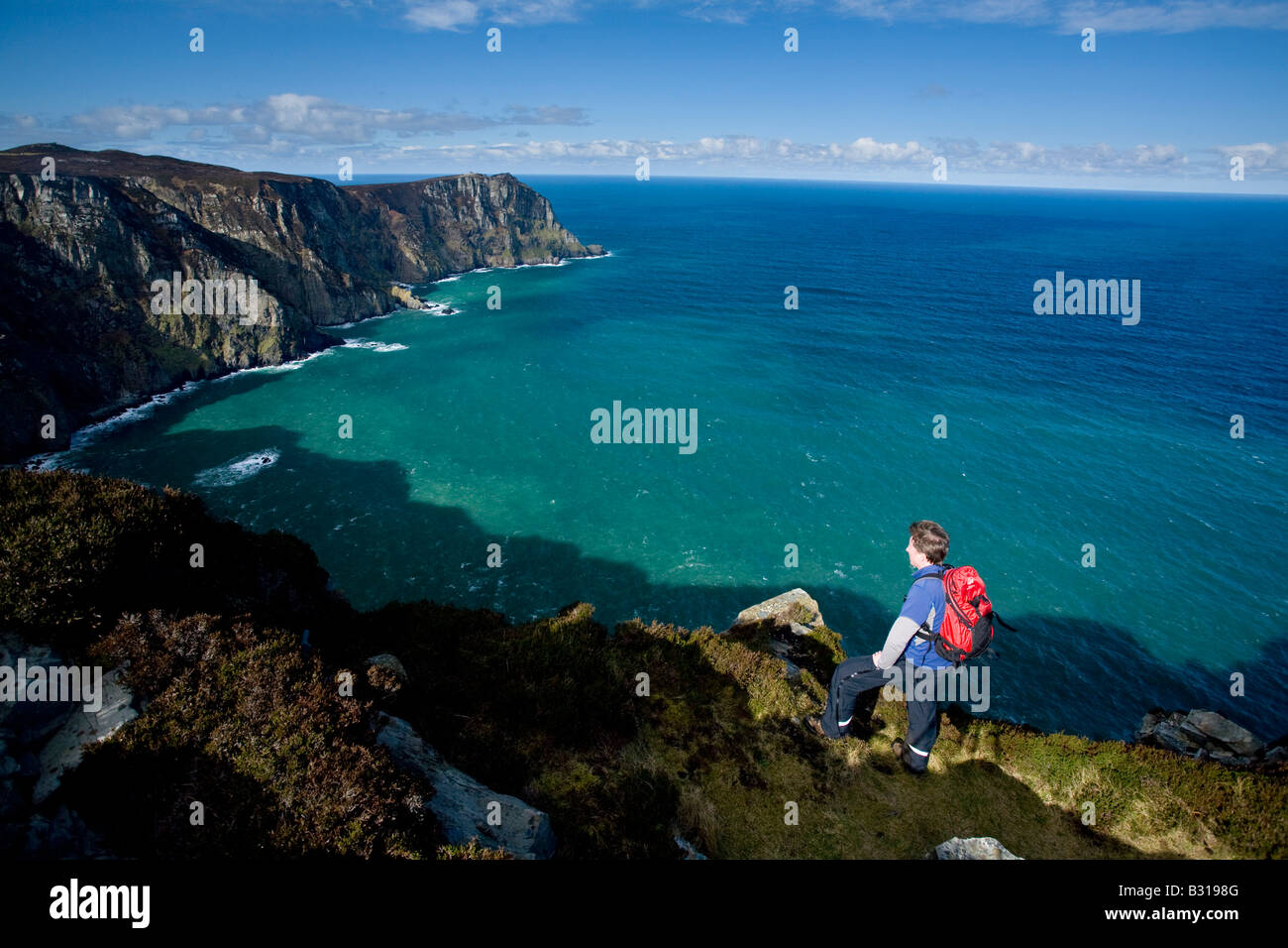 Hiker on the cliffs of Horn Head, near Dunfanaghy, County Donegal, Ireland. - Stock Image
