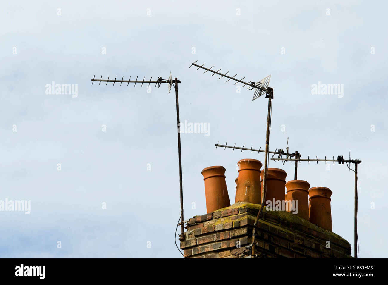 Chimney pots and television aerials on roof tops - Stock Image