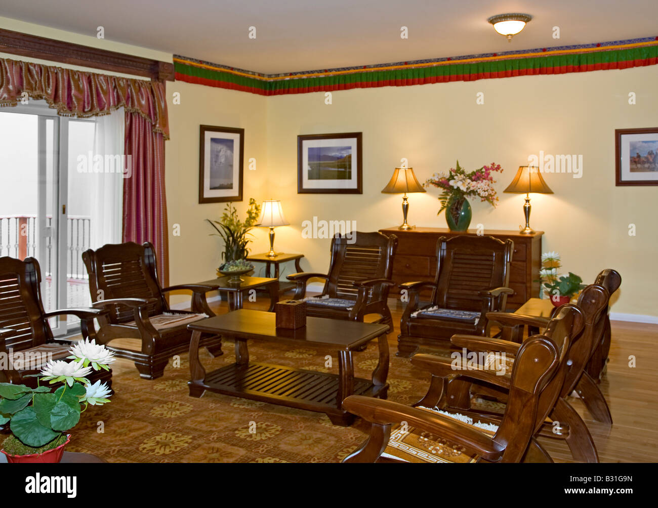 Merveilleux SITTING ROOM Of The 14th DALAI LAMA At KUMBUM CHAMTSE LING ...