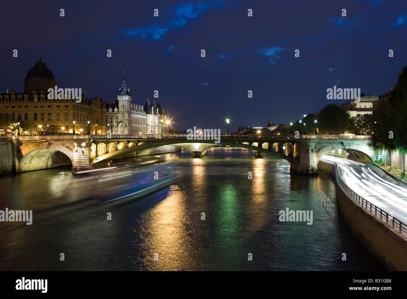 River Seine with the bridge Pont Notre Dame at the left side Ile de la Cite with the Palais de Justice and the Conciergerie - Stock Image