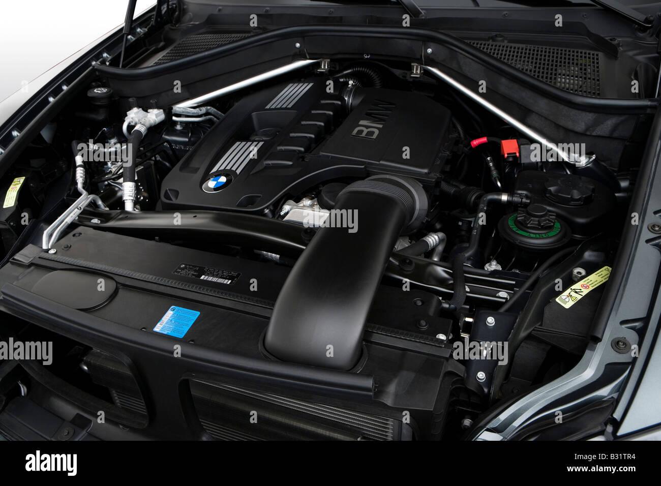 2008 Bmw X6 Xdrive 35i In Green Engine Stock Photo 19095752 Alamy