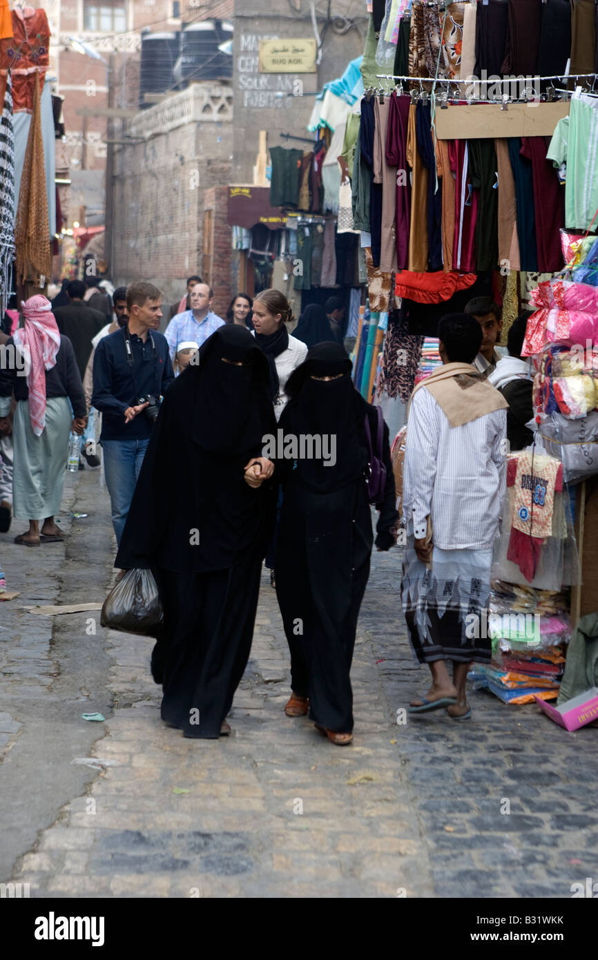 Muslim women wearing traditional clothing - Stock Image