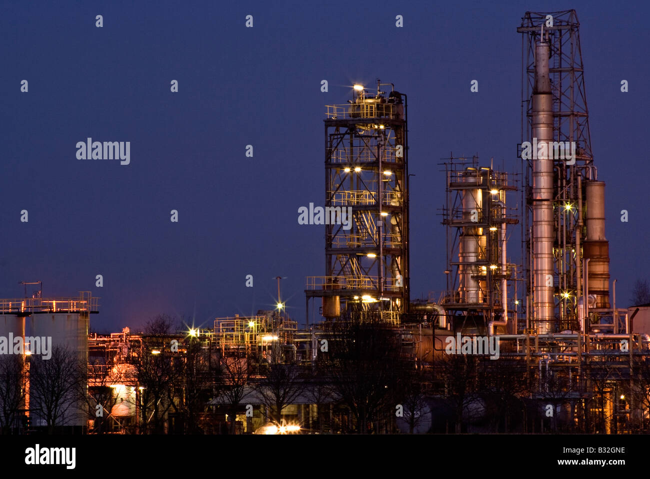 chemical works lit up at night - Stock Image