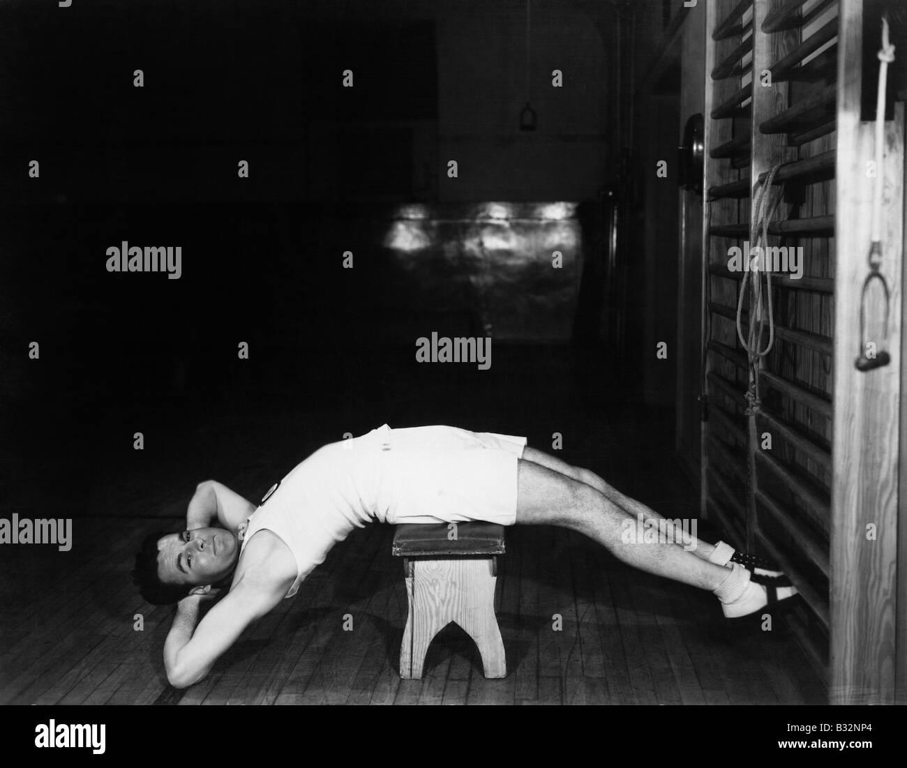 Man exercising on bench - Stock Image