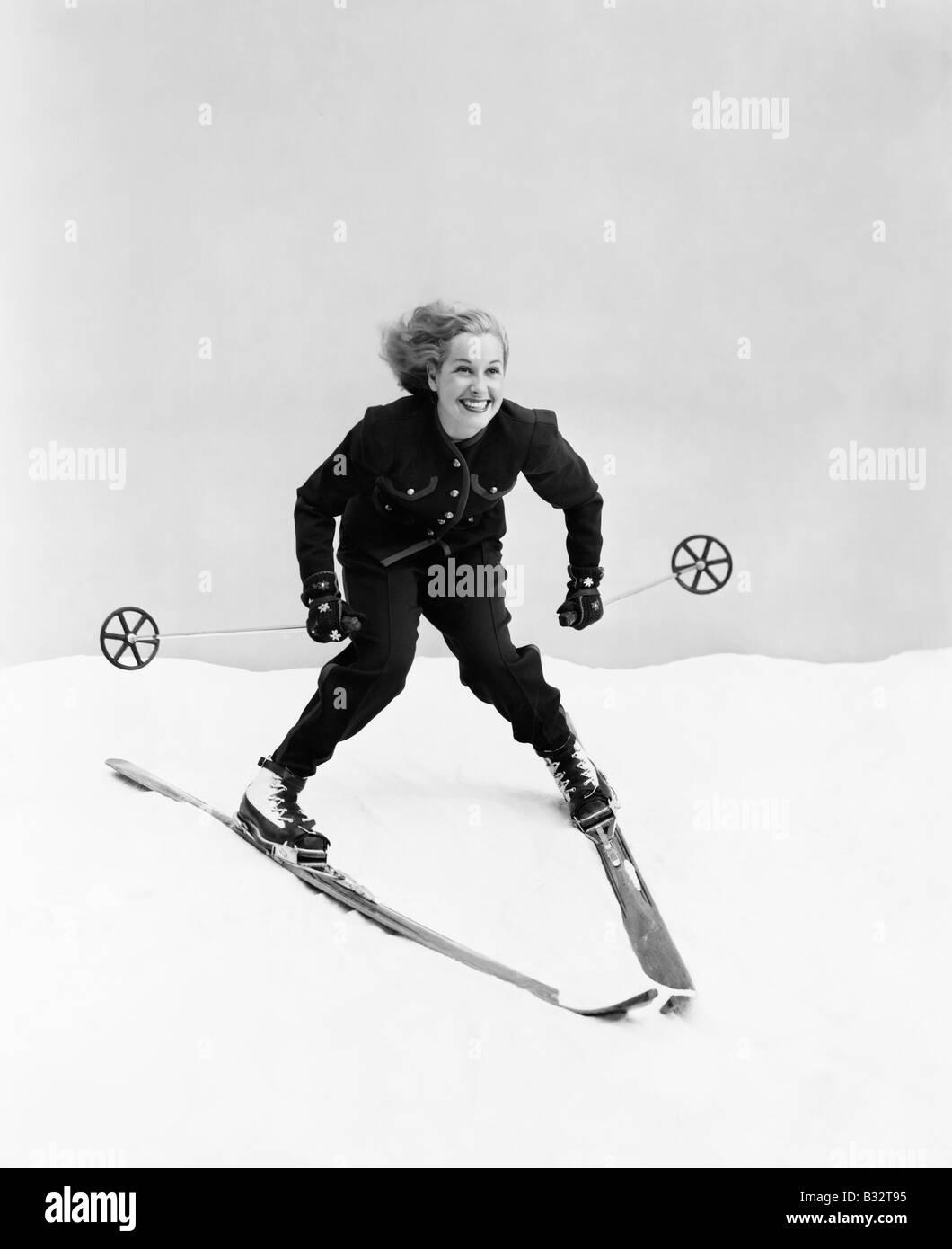 Female skier skiing downhill - Stock Image