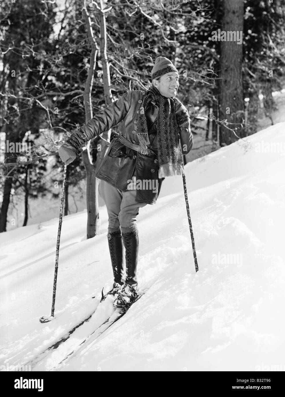 Male skier skiing downhill - Stock Image