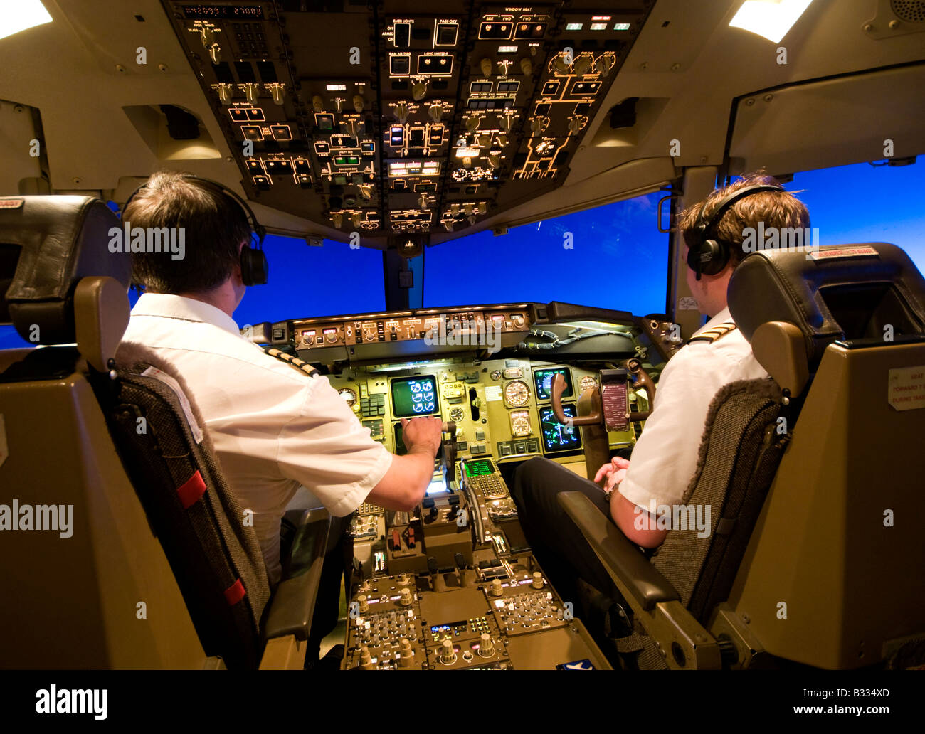 2 Pilots in Cockpit of a Boeing 757 Aircraft over Europe - Stock Image