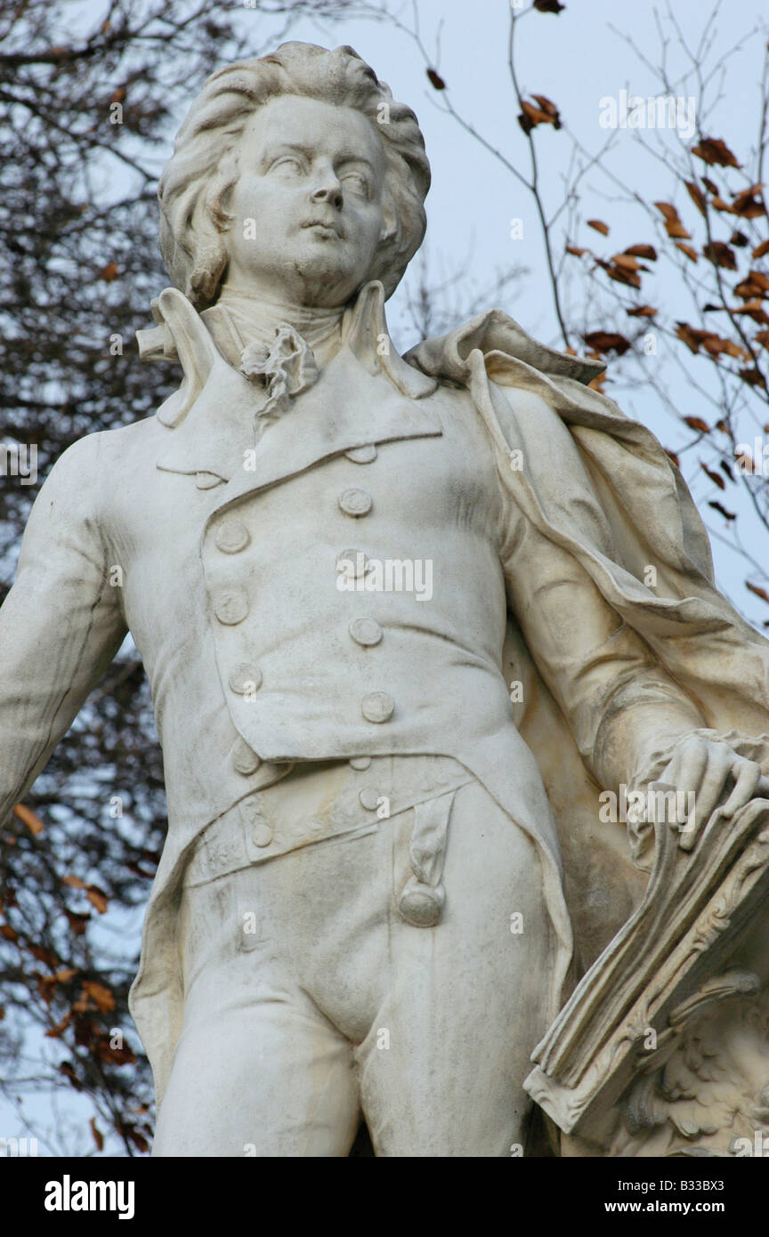 Mozart monument in the Viennese castle garden - Stock Image