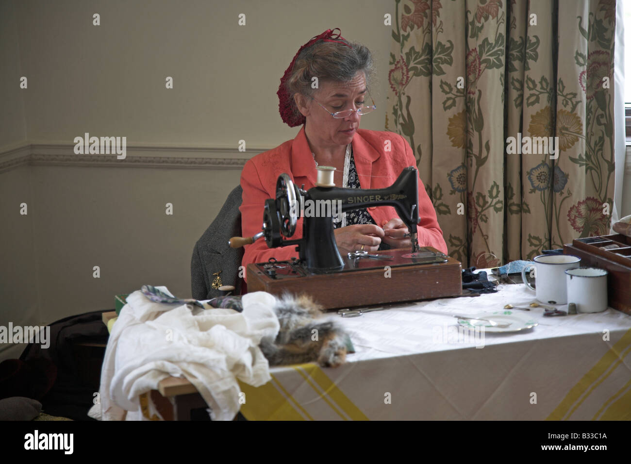 Woman sewing machine at 1940s re-enactment - Stock Image