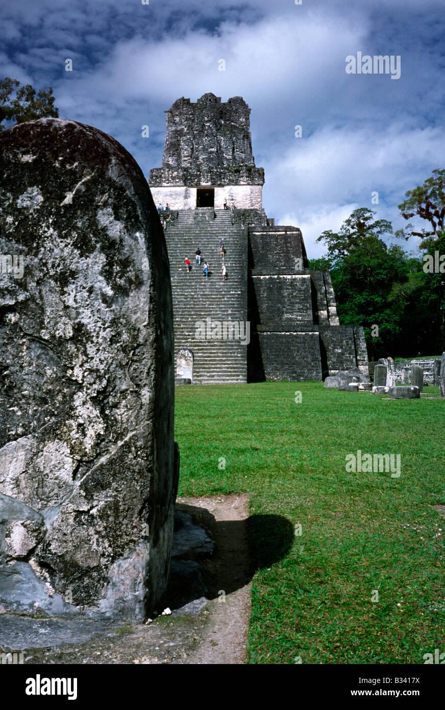 Feb 20, 2002 - Temple II at Plaza Mayor at Mayan ruins of Tikal in Guatemala. - Stock Image