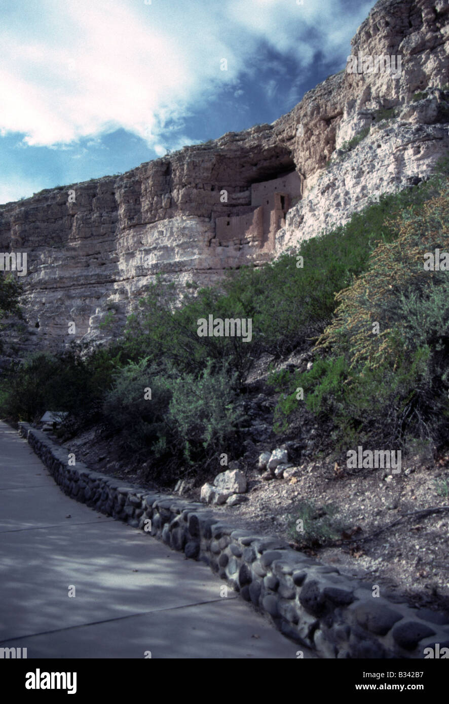Montezuma's Castle Built by the Sinagua, northern cousins of the Hohokam, Montezuma Castle is a significant - Stock Image