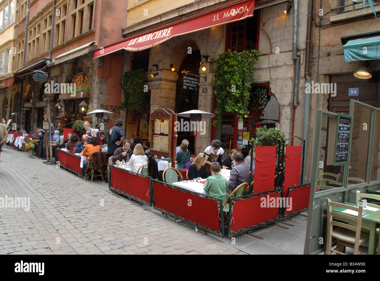 A busy lunch time scene on Rue Merciere in the old town of Lyon, France. - Stock Image