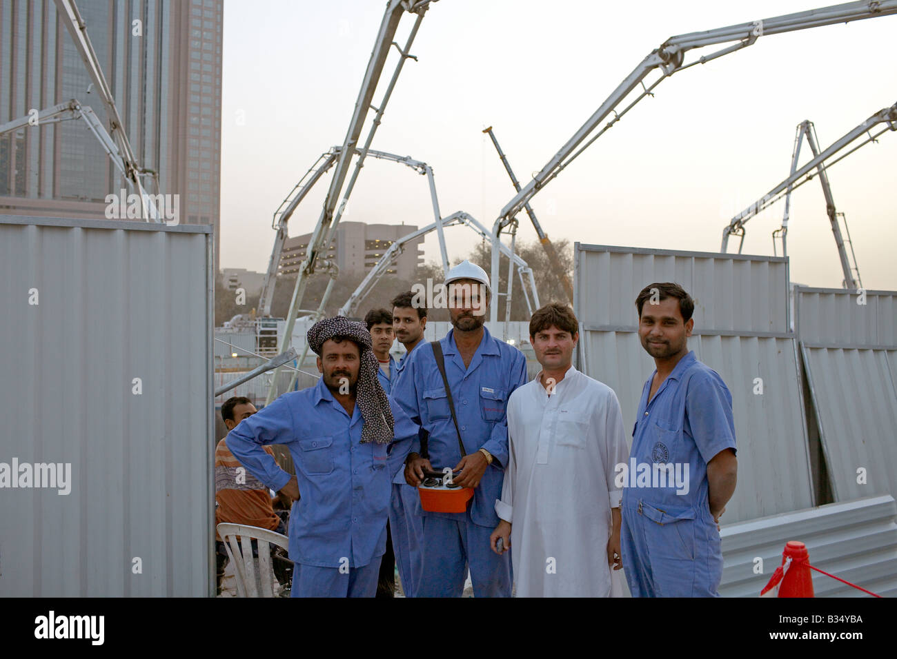 construction workers of Al Durrah Tower Baustellenarbeiter am Al Durrah Tower Stock Photo