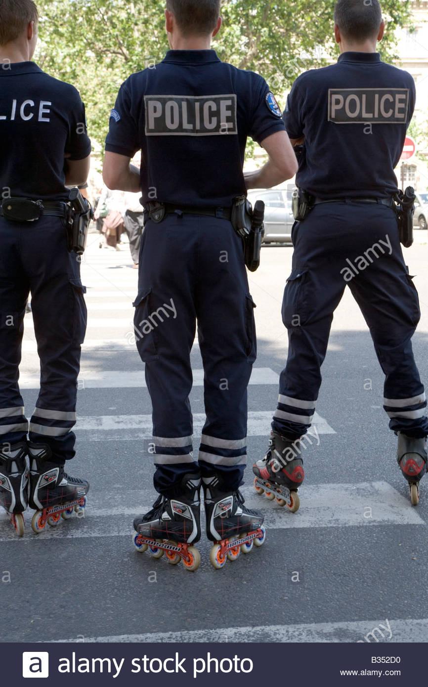 Paris police on rollerblades Stock Photo: 19166028 - Alamy