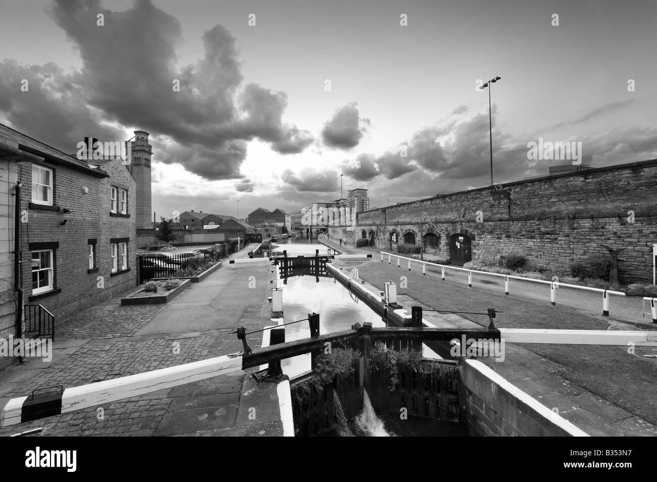Lock on the Leeds-Liverpool Canal near Granary Wharf, Leeds, West Yorkshire, England - Stock Image
