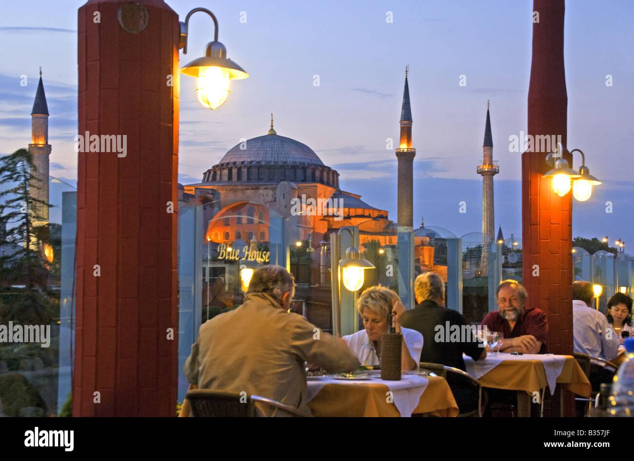 Istanbul diners at Blue Moon rooftop restaurant near Aya Sofya (Hagia Sophia) - Stock Image
